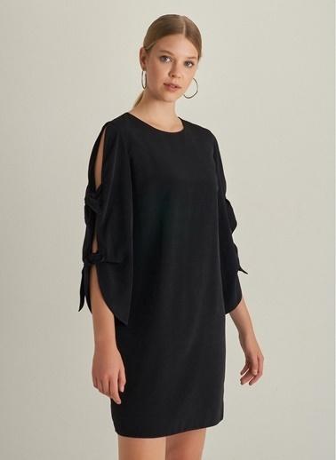 NGSTYLE Kolu Bağlama Detaylı Elbise Siyah